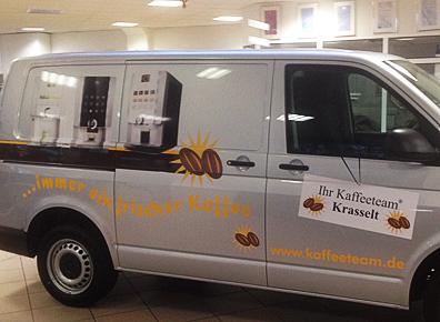 Fahrzeugbeschriftung auf Seite eines Transporter der Firma Krasselt